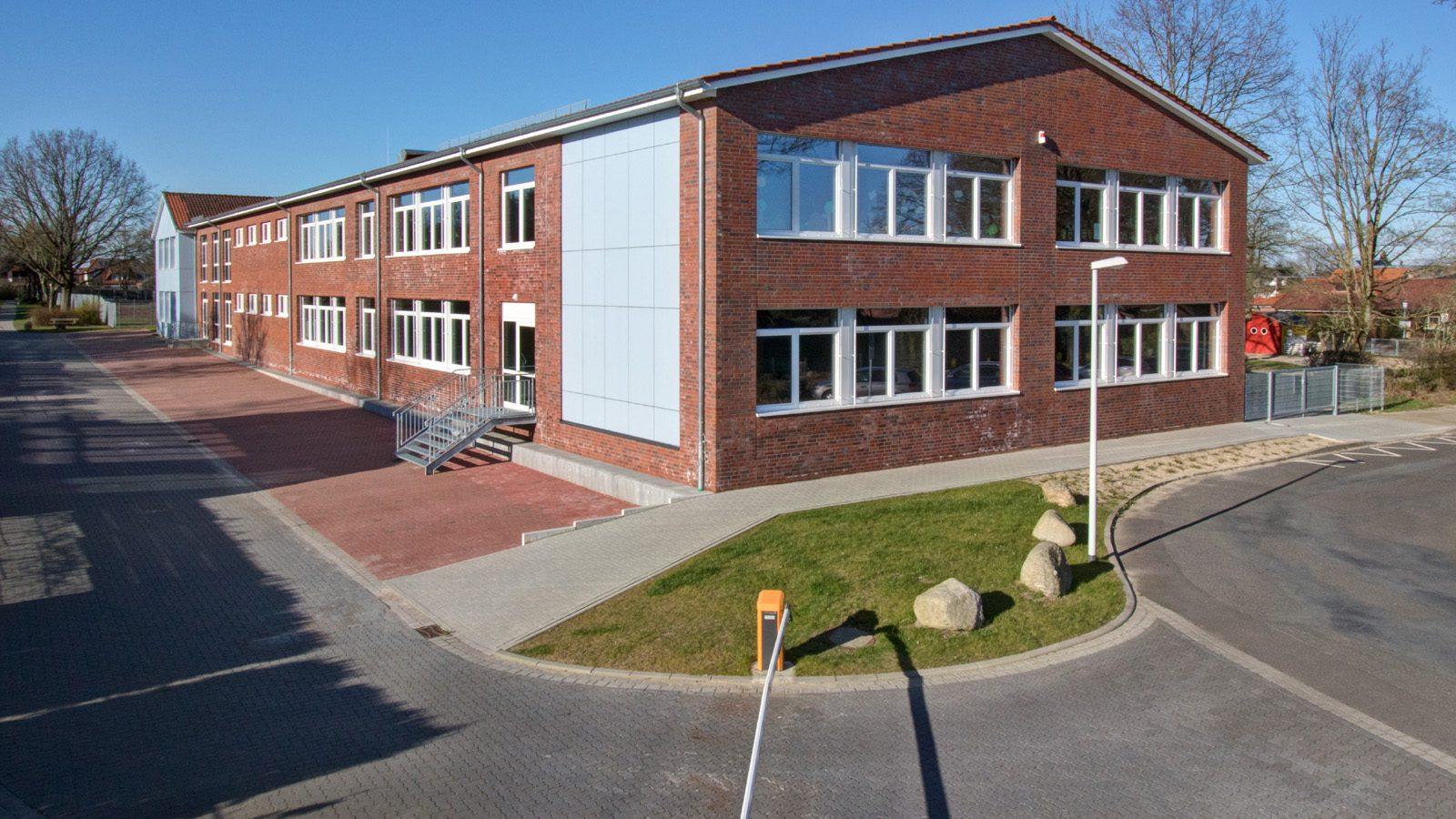 Zugang vom Lehrerparkplatz