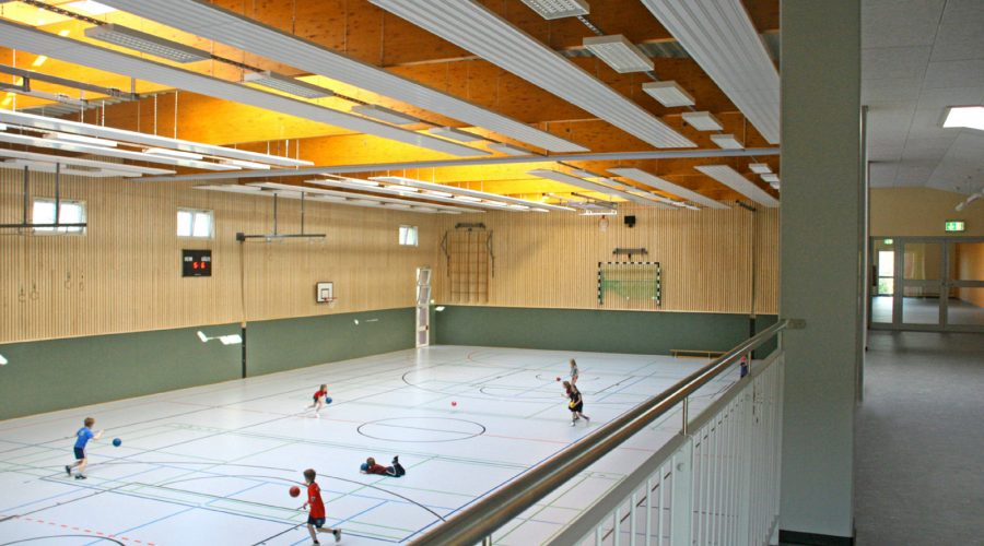 Zweifeld-Sporthalle mit Empore Heeslingen